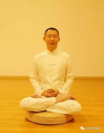 奉爱瑜伽初级班