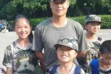 青少年夏令营军事训练